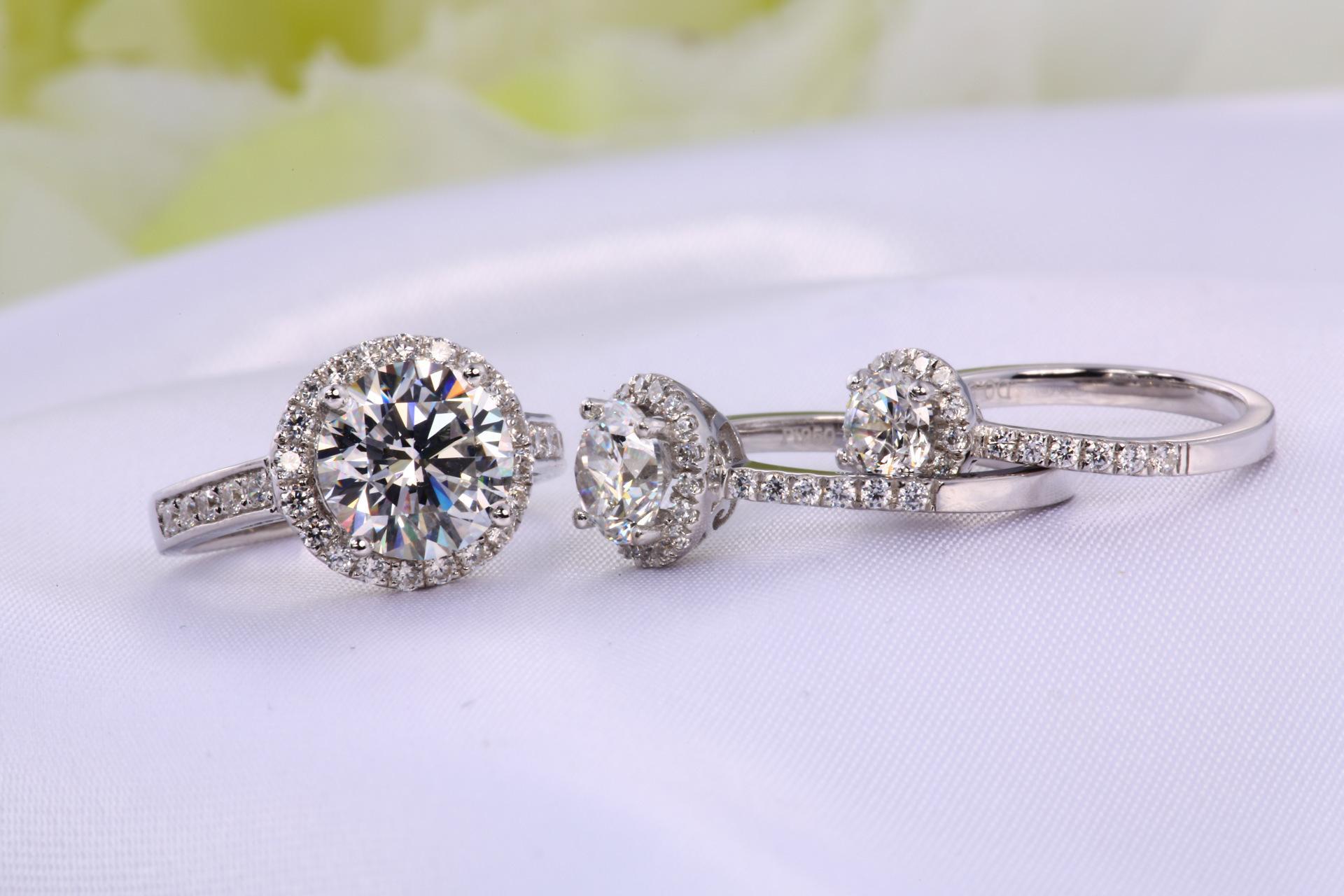 1克拉钻戒市场价格是多少 一克拉的钻石有多大图片