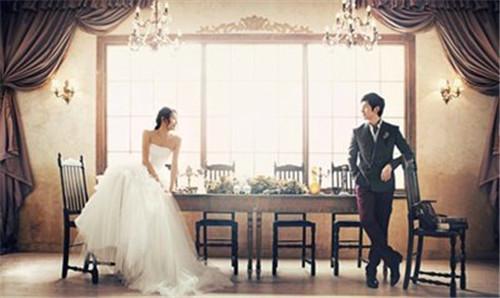婚照姿势怎么摆 2017婚纱照流行风格推荐图片