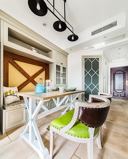 96平复式楼装修木质餐桌图片