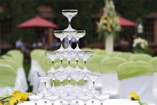 婚庆香槟塔怎么摆放好看 酒店婚礼现场要如何布置