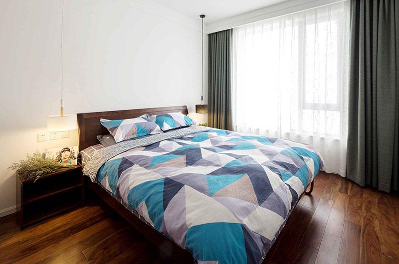 89平简约风格二居卧室床品图片