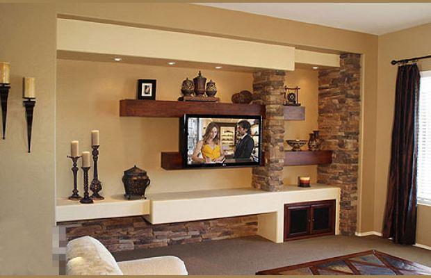 客厅的设计是采用了原始和现代的混合,有很浓厚的美式风情,电视背景墙是采用了红色粗条木搁架。贯穿于墙上的岩石隔断中,结合了电视机的同时,为众多装饰品找到展示之地,在射灯的照射下,整个墙壁散发着艺术气息。 个性电视墙装修效果图大全三