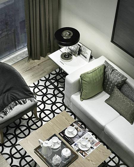 24平单身公寓装修茶几地毯图片