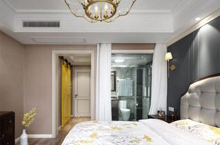 140平美式风格三居卧室床头软包