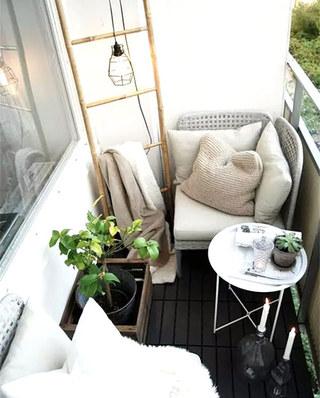 小户型阳台舒适沙发图片