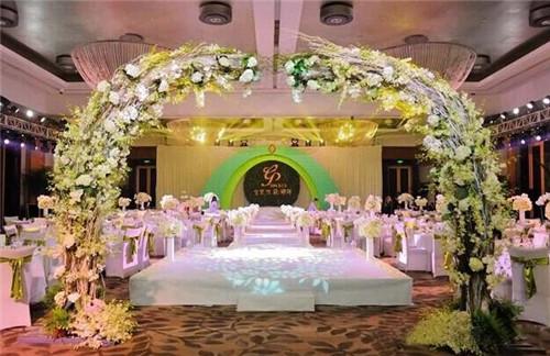 欧式婚礼现场布置图片 欧式婚礼适合用什么样的背景图片