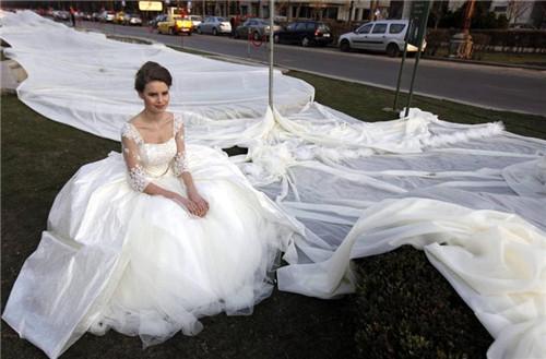 世界上最贵的婚纱多少钱 拍中式婚纱照姿势推荐
