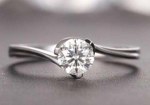 周大福钻石戒指图片大全 钻戒价格的计算方法图片