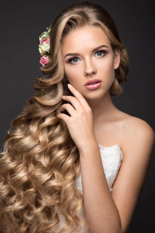 新娘白纱造型化妆技巧 2017新娘发型如何搭配图片