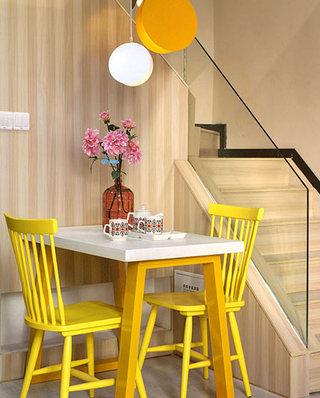 小户型复式楼房装修效果图 色彩创造无限可能7/10