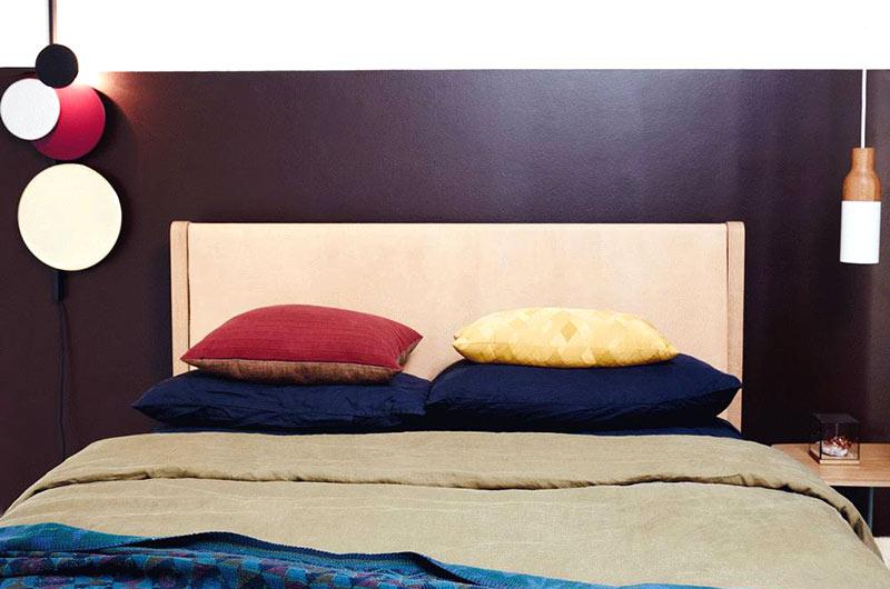 现代简约风格公寓卧室床头软包
