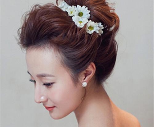 甜美可爱新娘发型图片欣赏 2017流行的新娘发型搭配推荐