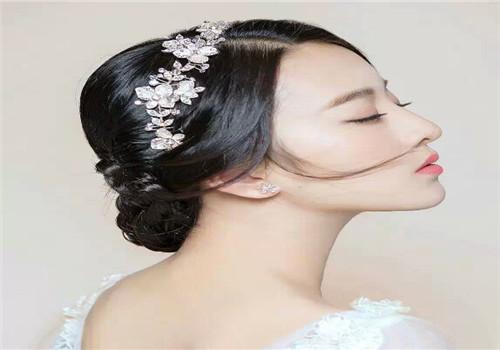 新娘妆发型图片2017款 上门化新娘妆多少钱合适