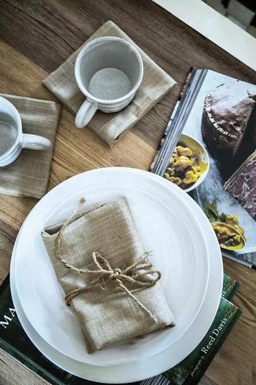 90平乡村风格两居室装修实木餐桌图片