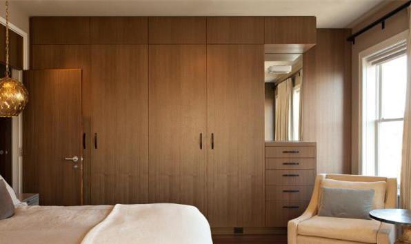外形呆板,普通分体式家用空调室内机外观类似,白色长方形的机壳多少有图片