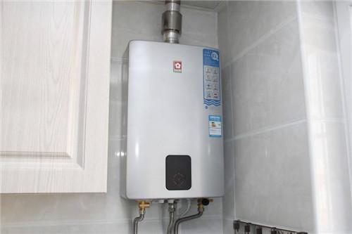 燃气热水器因为节能环保,方便安装使用,所以在市场上销量很好.图片