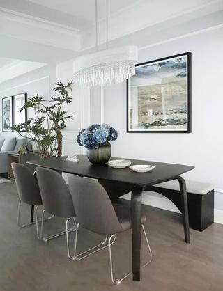133㎡美式两室两厅餐桌摆放图