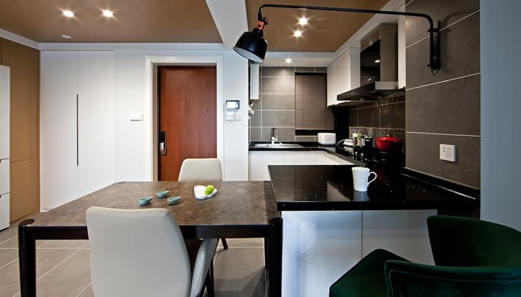 110平简约风格两居室装修大理石餐桌