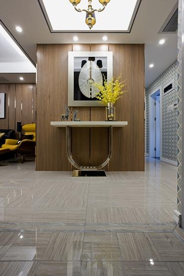130平三居室装修样板间边桌图片