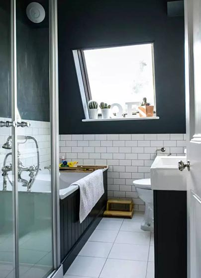 小户型卫生间天窗装饰图