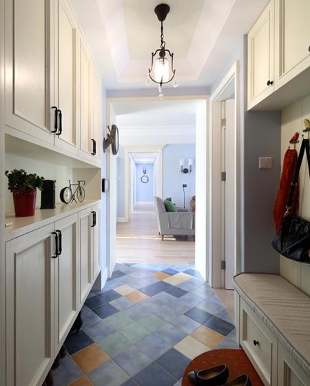 130平三居室装修玄关鞋柜