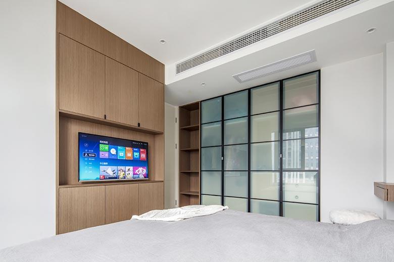 现代风三居室卧室收纳柜摆放图