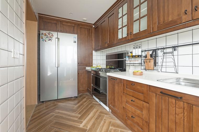 现代原木风三居室装修厨房效果图