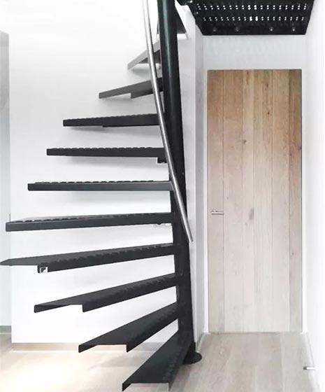 阁楼楼梯布置摆放图