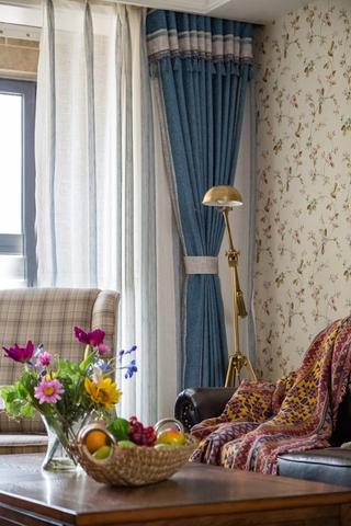 110平三居室装修客厅壁纸