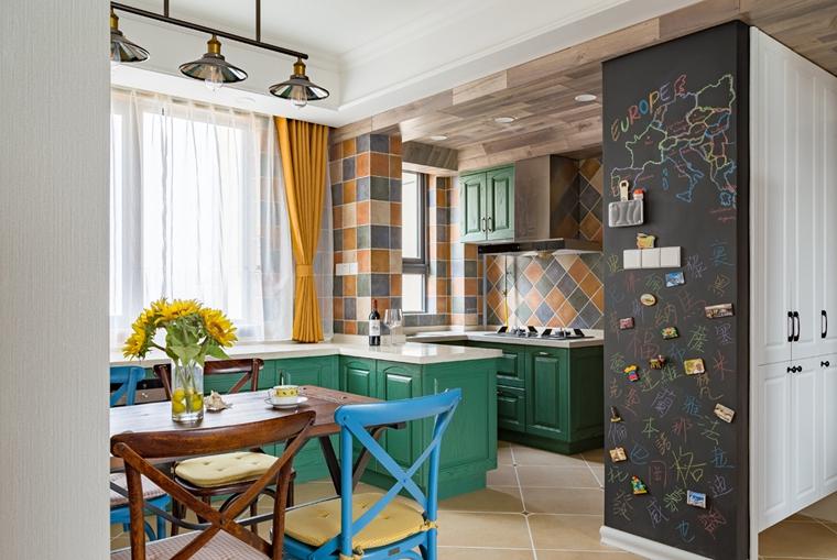 110平三居室装修墙面装饰