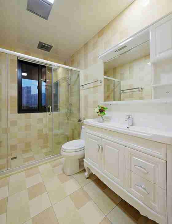 90平美式风格装修卫生间图片