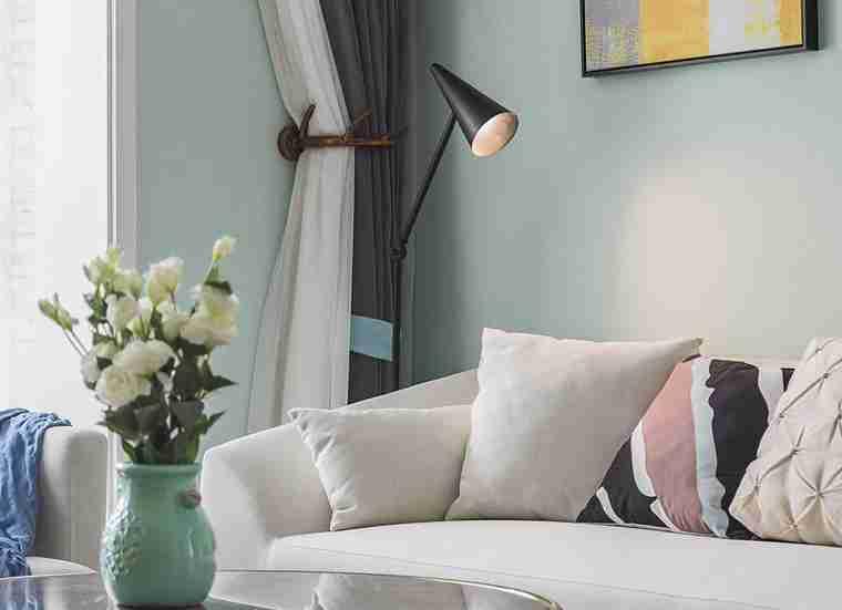 温润如玉的三居室装修客厅绿植