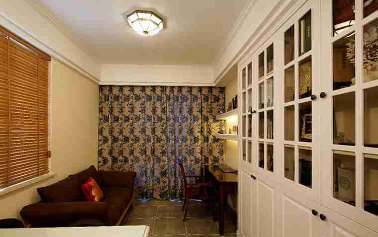 100平两居室装修储物柜
