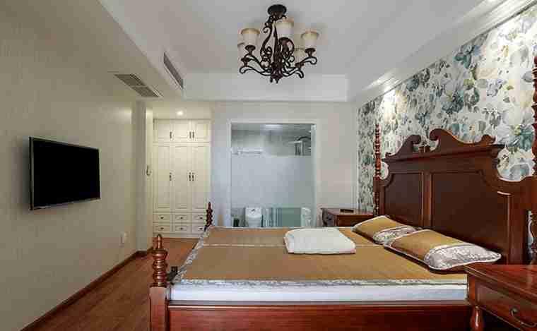 120平三居室装修主卧图片