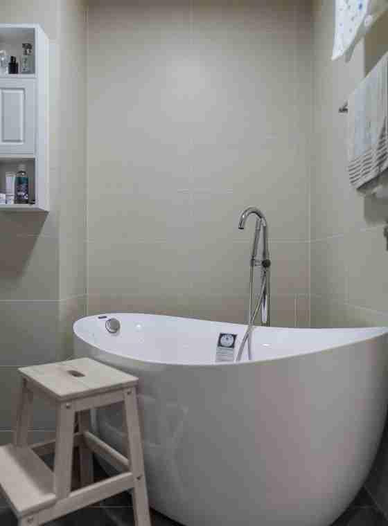 北欧风格婚房装修浴缸