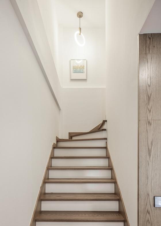 大户型样板房装修楼梯图片