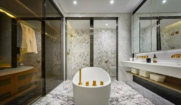 120平金属质感三居室卫生间效果图