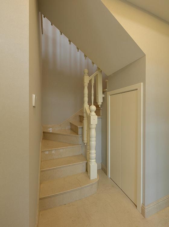 有落地窗的复式装修楼梯图片