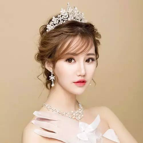 但是韩式新娘发型扎法也是必修课,学好扎法,让婚礼上的自己更加迷人.
