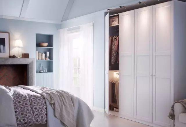 墙做衣柜 卧室里某一面墙较大的,可以把它利用起来装成一整面的衣帽间图片