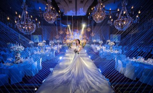 为了举办好一场唯美浪漫的婚礼,婚礼现场的布置是极为重要的,婚礼