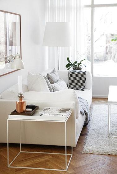 白色极简客厅装修图