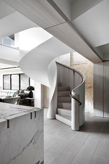 国外时尚复式住宅装修旋转楼梯图片