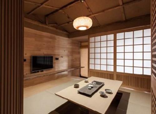 此外,房间内部都设计成了用拉门隔开的类型,其目的是方面拉上和开启