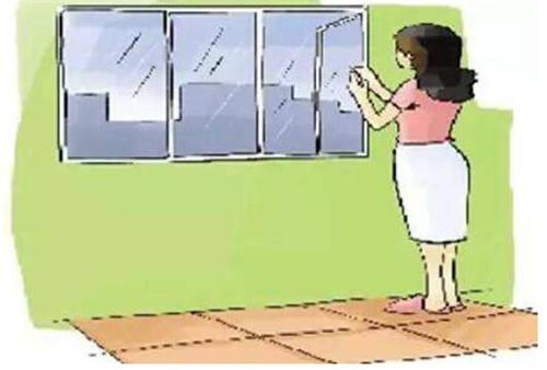 地板湿潮怎么办一 地板潮湿害处多,因此大家应想办法及时改变这一情况。当春季南风天时,建议大家把家装窗户关闭,以防止户外的水汽进入到室内中来。值得注意的是,防潮的最重要时段是每天的早晨和晚上,这两段时间的空气湿度较午间更高,若不及时关上门窗,水汽将严重渗透至家居的每个角落。另外,如果觉得门窗紧闭令室内空气无法流通,建议大家晴好天气时多开门窗。
