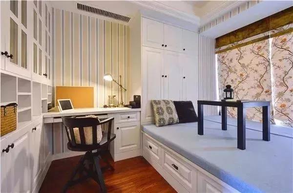 榻榻米的床尾怎样装?衣柜,书柜还是组合柜?图片