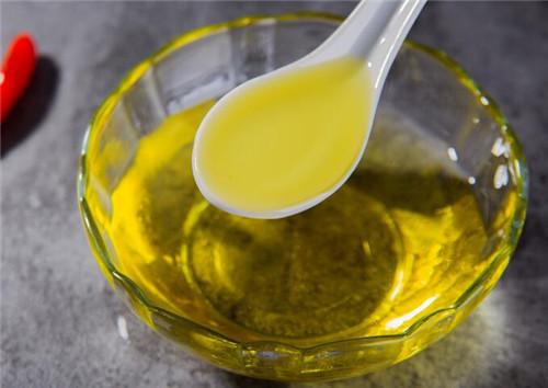 核桃油的美容作用_大家不妨在平时多摄入一些核桃油,这样可以起到美容养颜的作用哦!