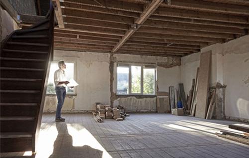 需要综合房子的整体情况和承载量才能翻新,而且旧房改造预算与新房