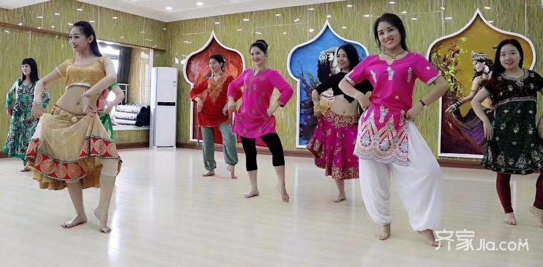 简约300平工装舞蹈室教室舞蹈现场图片