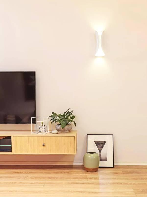 电视背景墙何必如此复杂?一面纯色墙也够了!